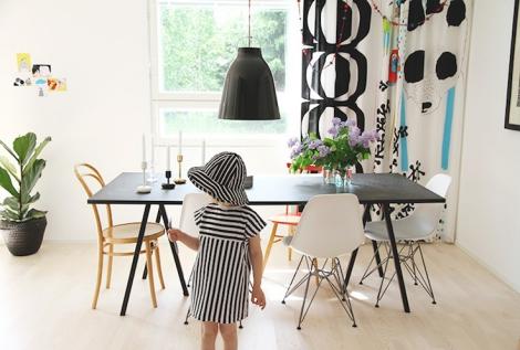 table loop stand hay. Black Bedroom Furniture Sets. Home Design Ideas
