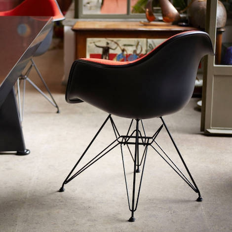 The Eames Plastic Armchairs DAR (Dining Armchair Rod Base), Designed By  Charles And Ray Eames In 1950, Is An Icon Of Modern Design, Of Furniture  That ...