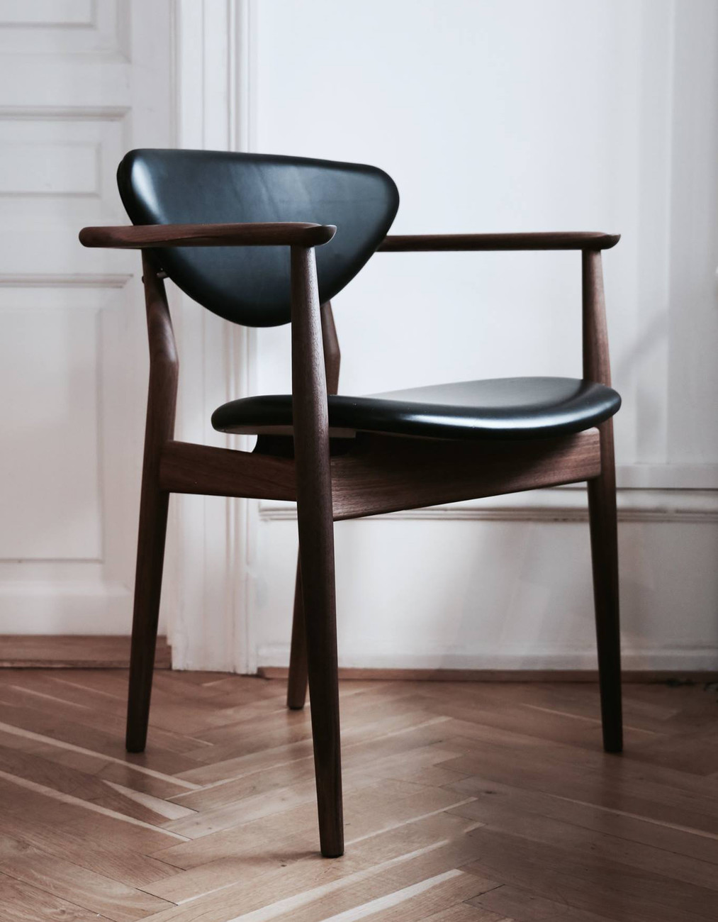 Just like its close relative the 108 Chair the 109 Chair was originally manufactured by cabinetmaker Niels Vodder. In this design it is in particular the ... : finn juhl chair - Cheerinfomania.Com