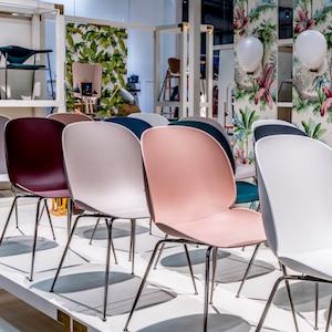 Gubi chaise Beetle – coque plastique + pieds métal