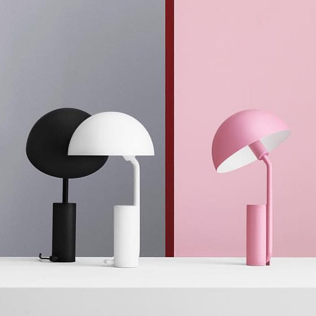 lampe de table cap normann copenhagen. Black Bedroom Furniture Sets. Home Design Ideas