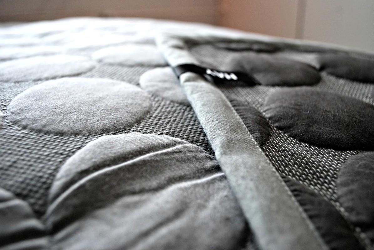 couvre lit hay Hay  dessus de lit Mega Dot couvre lit hay
